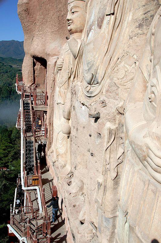 Буддистский скальный храмовый комплекс Майцзишань (Maijishan Shiku)