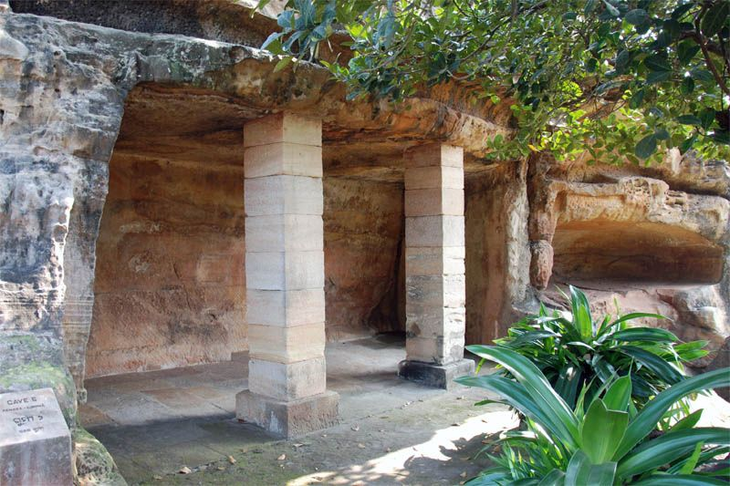 Джайнские пещерные комплексы Удаягири и Кхандагири (Udayagiri and Khandagiri Caves)