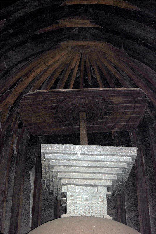 Пещерный буддистский монастырь Карла/Карли (Karla/Karli caves)