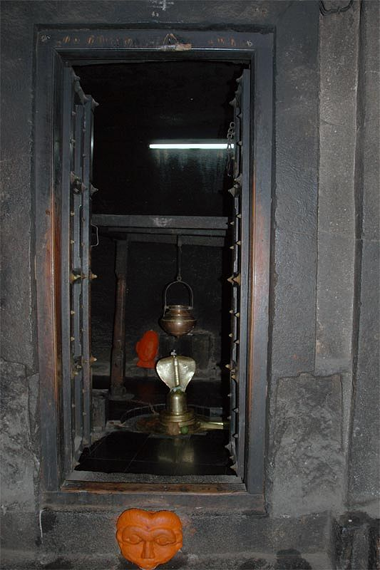 Индуистский пещерный храм Паталешвар (Pataleshwar сave temple)