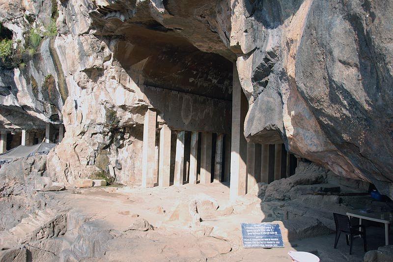 Пещерный буддистский монастырь Питалкхора (Pitalkhora caves)
