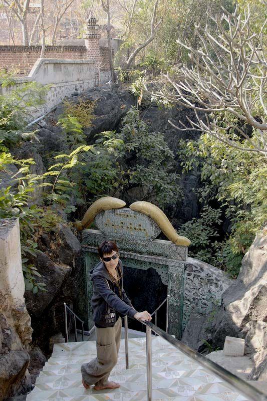 Пещерный буддистский храм Нга Ян Мин на холме Янкин (Nga Yan Min Cave, Yang Kin Hill)