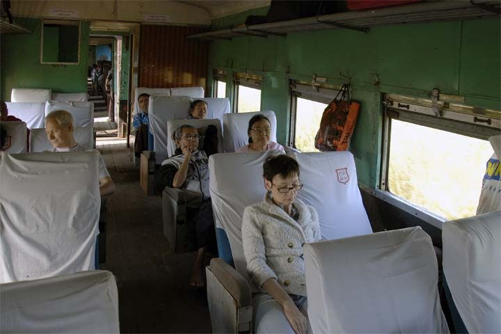Поезд Янгон-Моламьяйн (Yangon-Mawlamyine train)