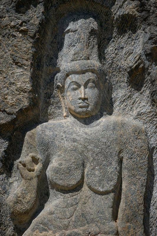 Гигантский скальный барельеф Будды в Будурувагале (Buduruvagala Giant Buddha)