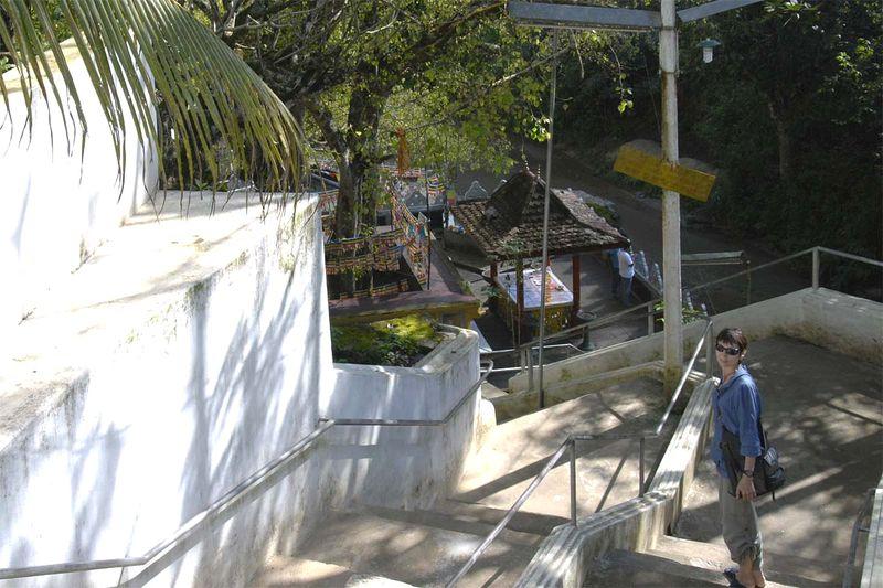 Гигантская скальная статуя Будды и пещерный храм Дова (Giant Buddha and Dowa cave temple)