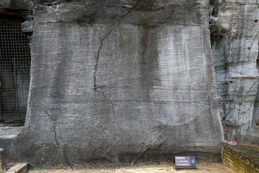 Гал Вихара и пещера N 75 в Полоннаруве (Gal Vihara and Rock Shelter 75)