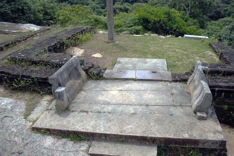 Буддистский монастырь Хаттхикуччи (Hatthikuchchi, Hasthikuchchi, Rajangana ruins))