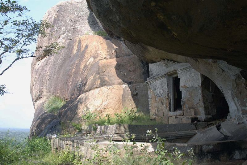Пещерный монастырь Раджагирилена Канда (Rajagirilena Kanda)