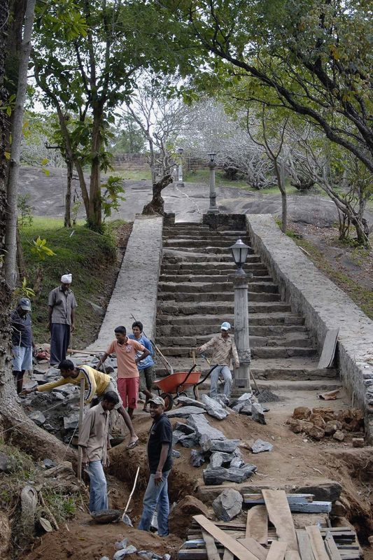 Буддистский монастырь и пещерные храмы Риди Вихара (Ridi Vihara, Ridi Raja Maha Viharaya, Silver temple)