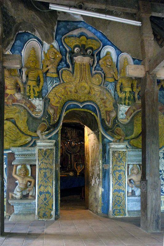 Пещерные храмы и гигантская скальная статуя Будды в Сассеруве (Рас Вехаре) (Sasseruwa/Sesseruwa, Ras Vehara/Res Vehera)