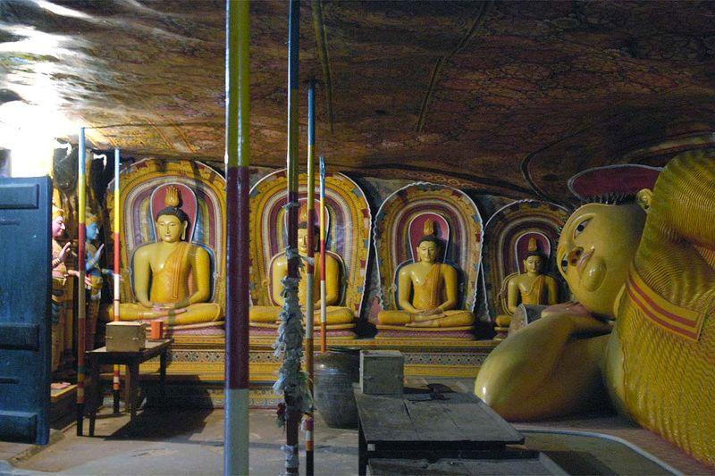 Буддистские пещерные храмы на скале Мулкиригала (Mulkirigala cave temples)