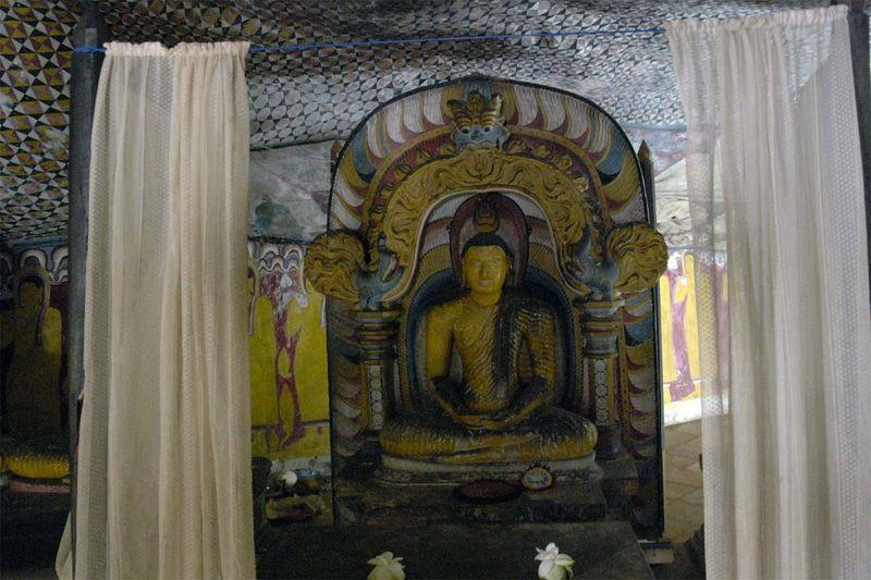 Буддистский пещерный храмовый комплекс Дамбулла (Dambulla cave temple)