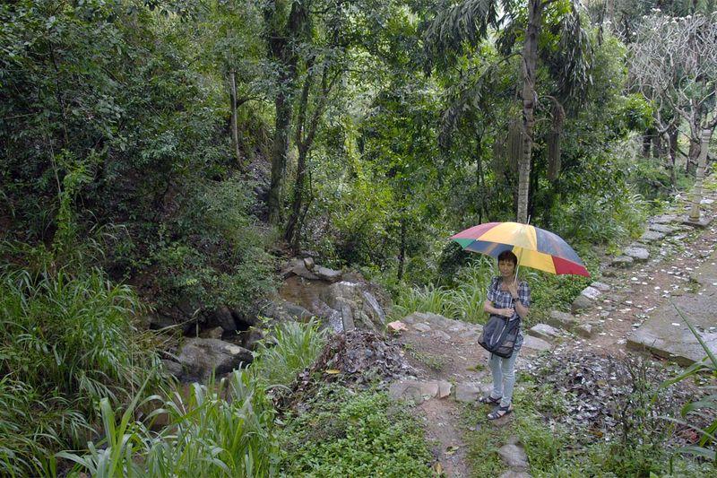 Буддистский пещерный храм Хиндагала (Hindagala)