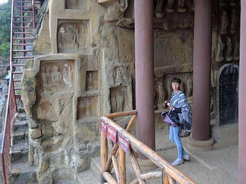 Утес тысячи будд  (Qianfoya)